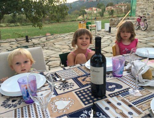 Tre bambine, due veri uomini e un topino.