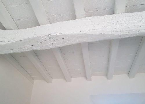 Il bianco soffitto della cucina.