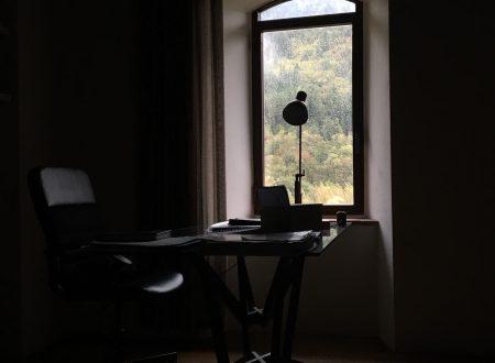 Lo studio nella torre e la bellezza dei colori cupi.